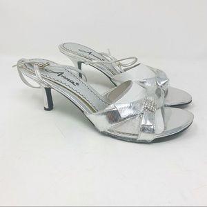 Annie Women's Silver Studded Bow Sandal Size 8.5W